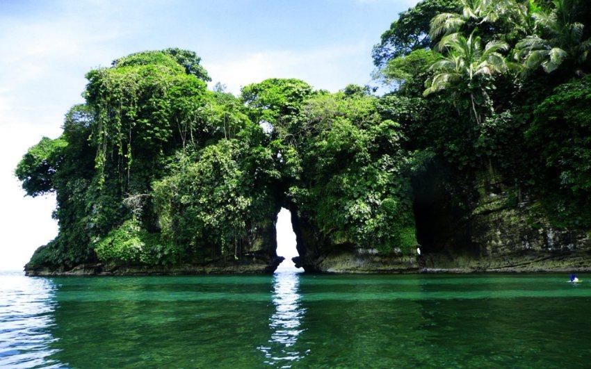 Isla de los Pájaros, un conjunto muy peculiar de rocas y cuevas en un entorno inigualable