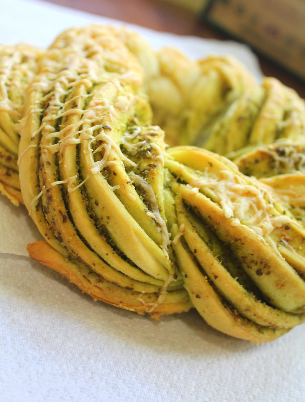 pesto bread