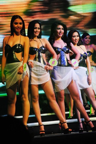 Sexy Batangueña ladies compete for the Best in Swimsuit competition.