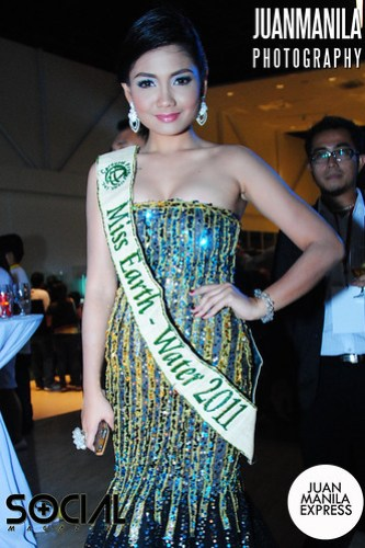 Here's Miss Earth - Water 2011 Athena Mae Imperial posing for our camera.