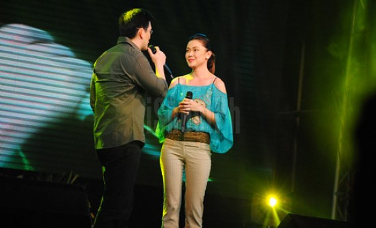 Richard Yap and Jodi Sta. Maria sings their hit TV series's theme song, Please Be Careful With My Heart.