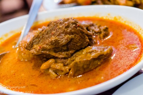 Spice I Am Mussaman Curry - Chunky tender beef cooked in a thick mild curry with onions, potatoes and peanuts. (sig)