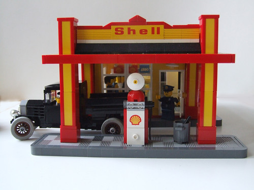 Shell Art Deco Gas Station - Front