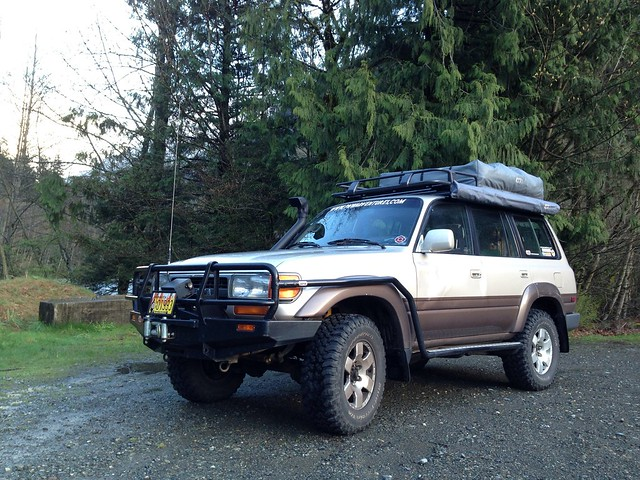FJ80 Toyota Land Cruiser with ARB Roof Top Tent