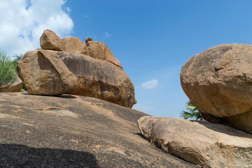 huge rocks photo hampi