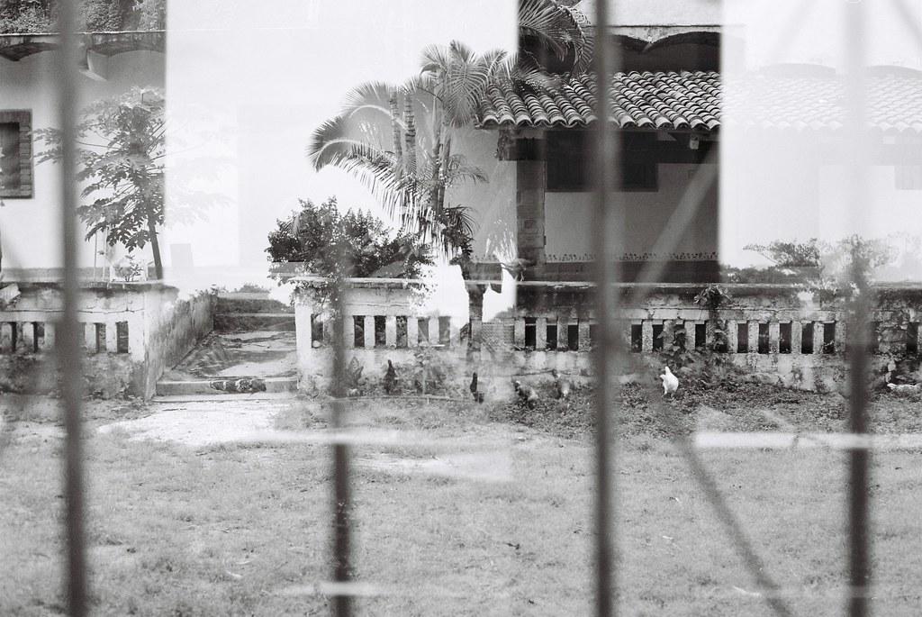 Tuukka13 - 35mm Film - 08/2012 - Sayulita, Mexico - Canon AE-1 & Kodak BW400CN - 000069