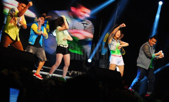 "Teen stars from the ABS-CBN Kapamilya ""LUV U"" showed their ""Gangnam Style"" dancing skills on stage."