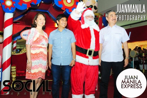 Photo shows (from left to right)  Mrs. Edna Calixto; Pasay City Vice Mayor Marlon Pesebre; Santa Claus; and SM Prime Holdings, Inc. Pres. Hans Sy.
