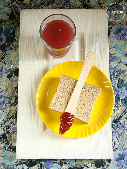 Whole Wheat Bread with Mixed Fruit Jam and Pomegranate Juice