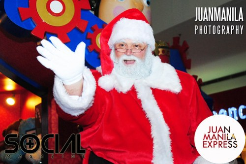 Santa Claus will be around to cheer all the mall-goers and shoppers of the SM Mall of Asia.