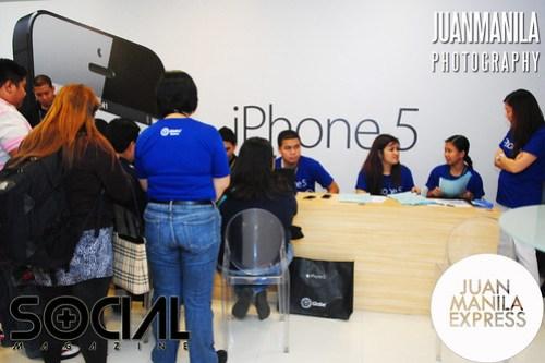 iPhone debuts at Globe Telepark Valero on December 14, 2012.