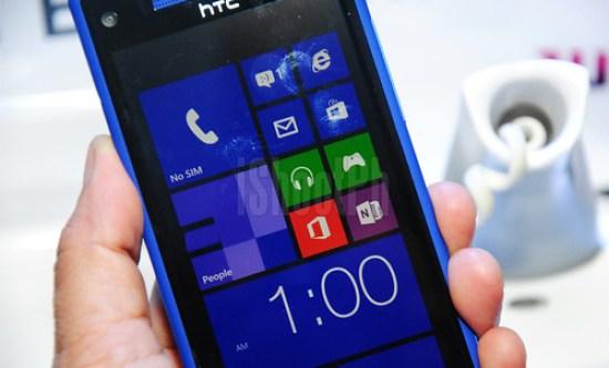 Windows Phone 8X by HTC.