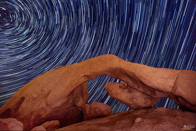 Arch and stars por Aydin T. Palabiyikoglu