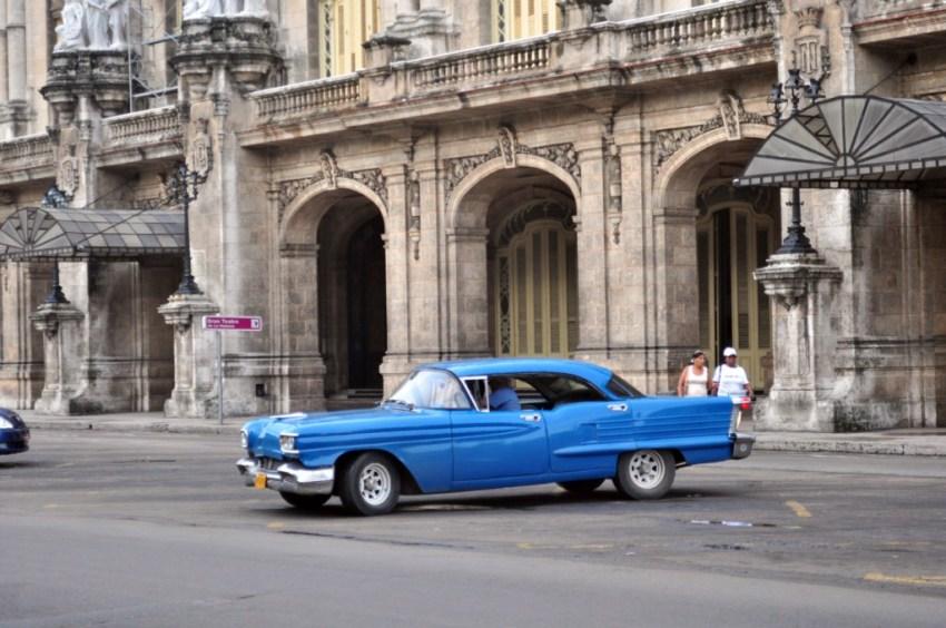 Gran Teatro de La Habana, neoclásico edificio que armoniza con el entorno y nos ayuda a trasladarnos a la década de los 50.