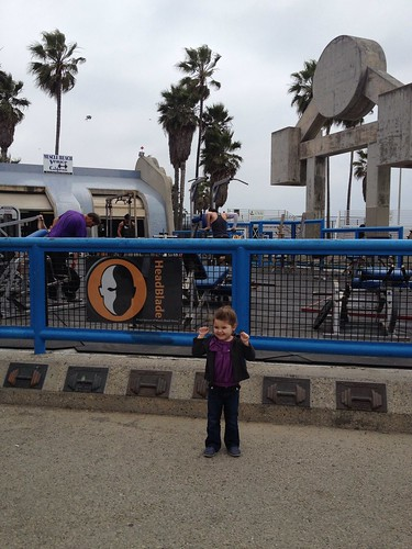 annie shows her muscles at muscle beach