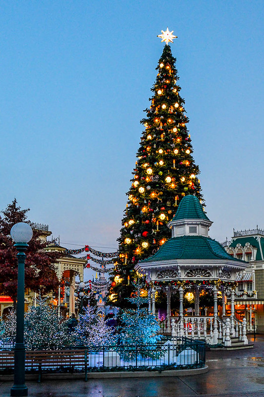 A Guide to Celebrating Christmas at Disneyland Paris - disneyland christmas decorations