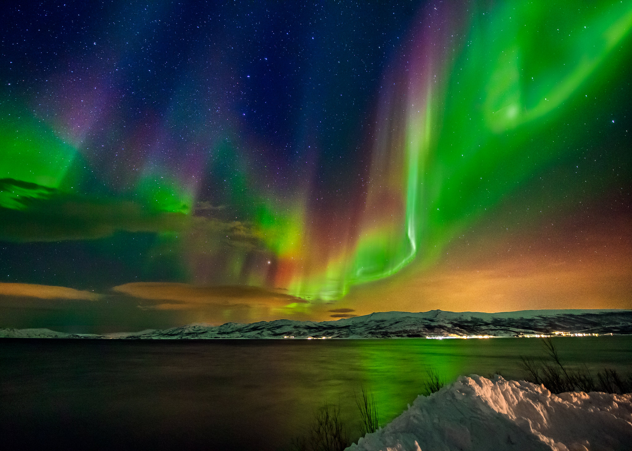 3d Parallax Weather Live Wallpaper Multi Colored Aurora Borealis And A Starry Night Sky Over