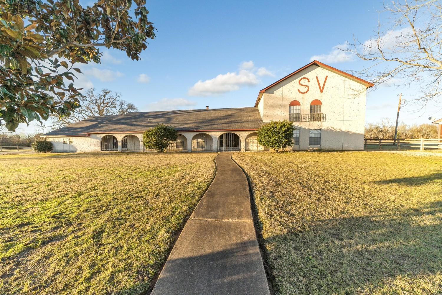 Farmhouse For Sale In Texas Spitfire Valley Ranch For Sale East Texas Hay Farm Horse And