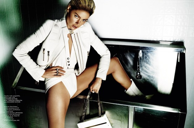 DOUTZEN KROES BY MARIO TESTINO FOR VOGUE BRAZIL JUNE 2013IMG_6396a