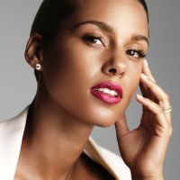 ALICIA KEYS is the face of perfums GIVENCHY