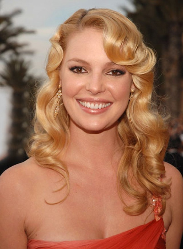 Blonde Curly Bob Hairstyles That Every Woman Should Try