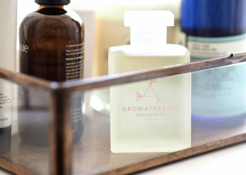 Aromatherapy-associates-Light-Relax-bath-Shower-Oil.