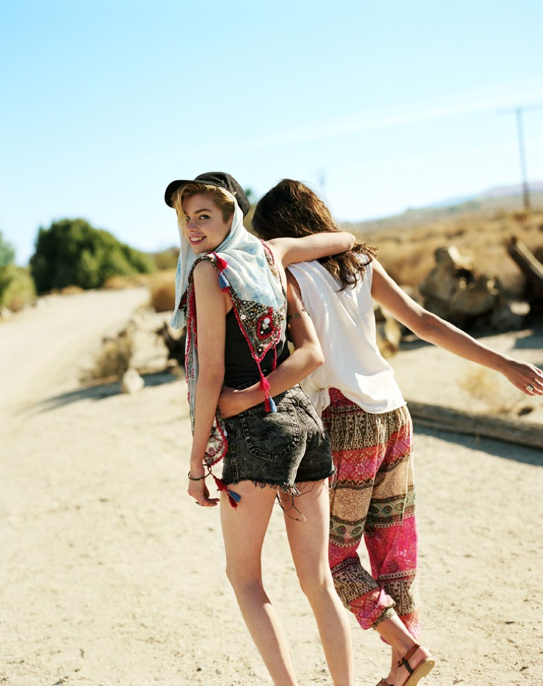 Cute Hippie Wallpapers Rachel Rutt And Stella Maxwell Go On The Road For Urban