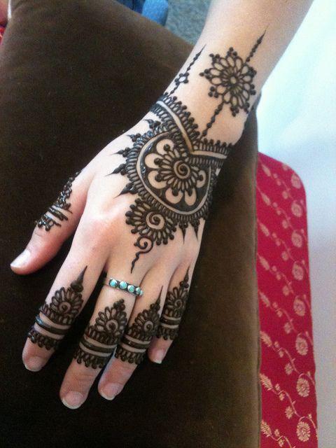 Eid ul fiter Mehndi Designs 2013 for girls (3)