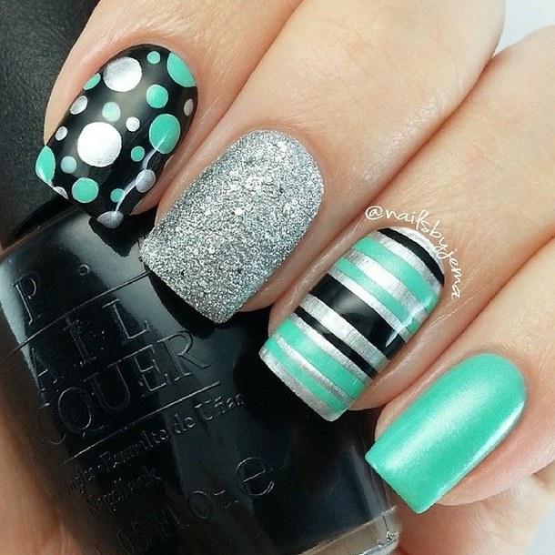15 Super Cute Dots and Stripes Nail Designs - fashionsy