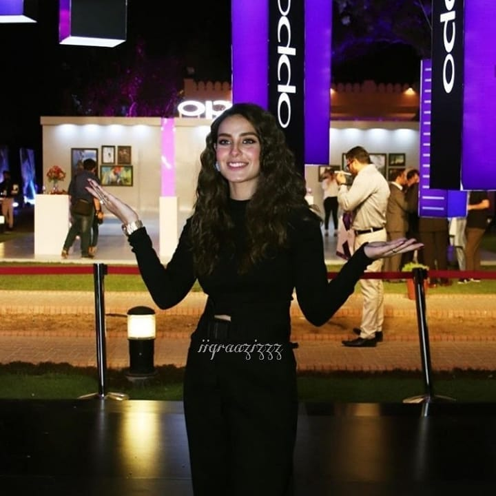 Experience Website Iqra Aziz Komal Aziz And Kinza Hashmi At Oppo Event
