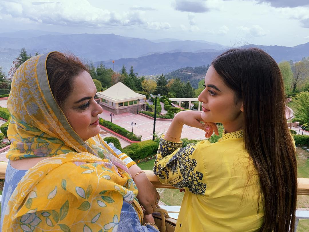Experience Website Latest Clicks Of Minal Khan With Her Mother In Muree