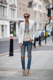 Simple And Classy Ways to Wear Jeans to Event