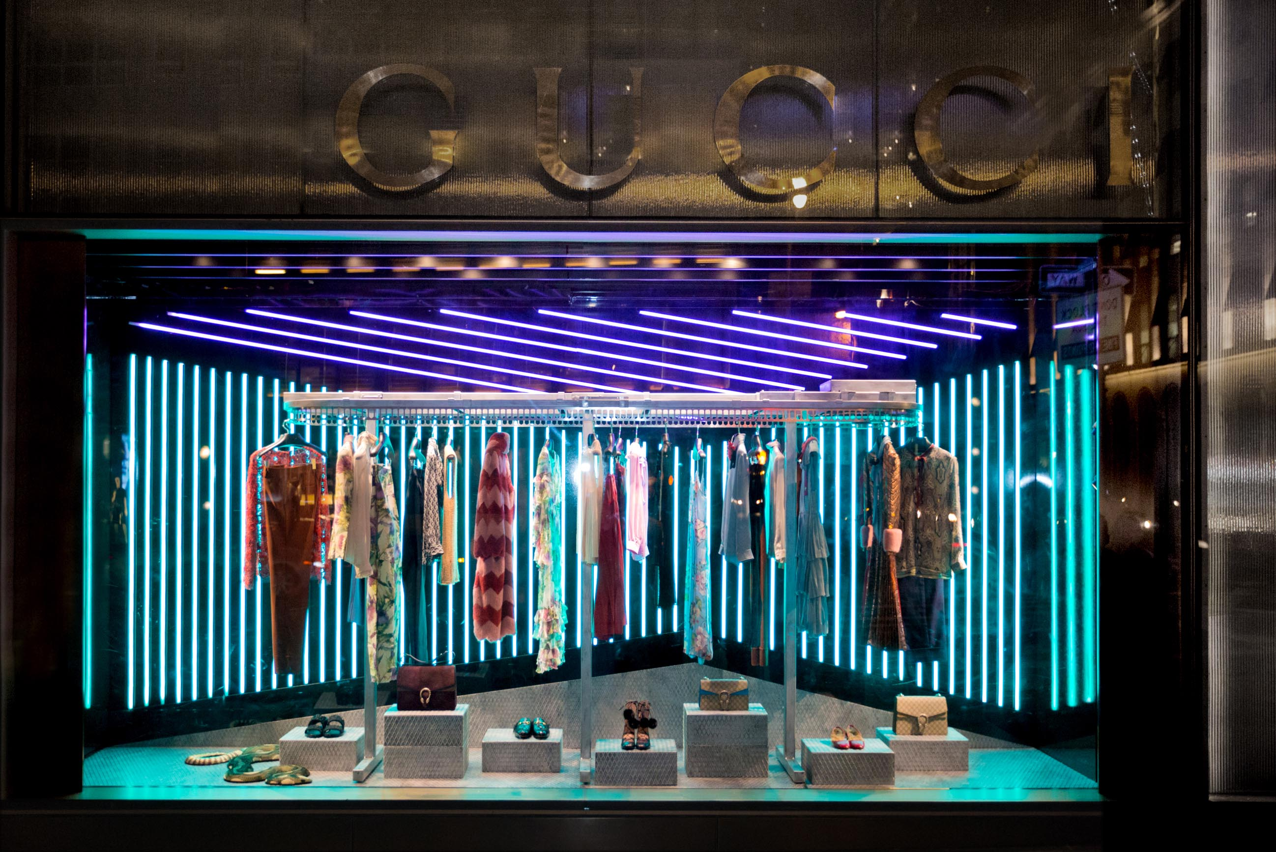 Iluminacion Escaparates Gucci Unveils Window Design For Alessandro Michele 39s First