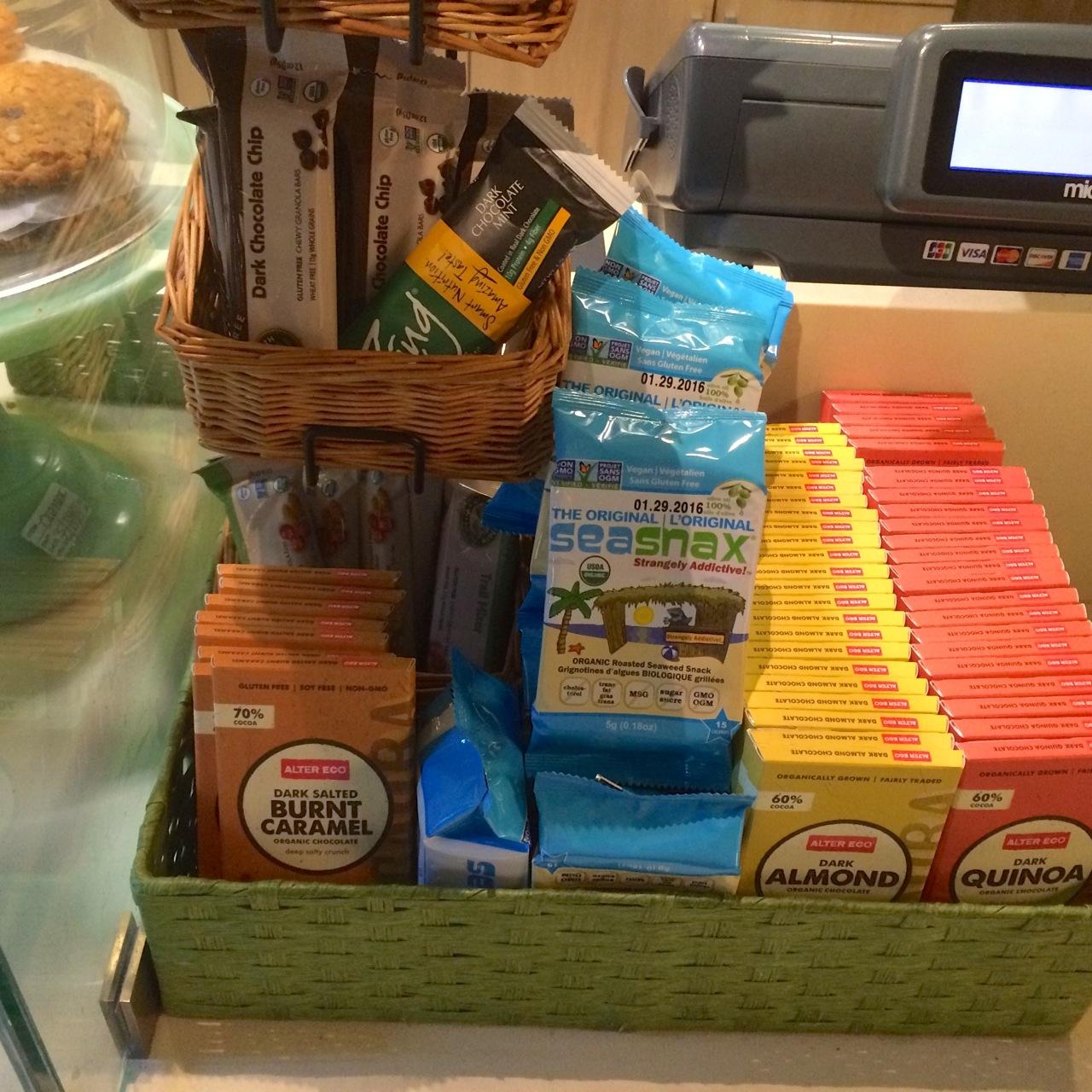 http://i0.wp.com/fatgayvegan.com/wp-content/uploads/2015/06/vegan-and-non-vegan-snacks-at-real-food-daily-LAX.jpg?fit=1280%2C1280