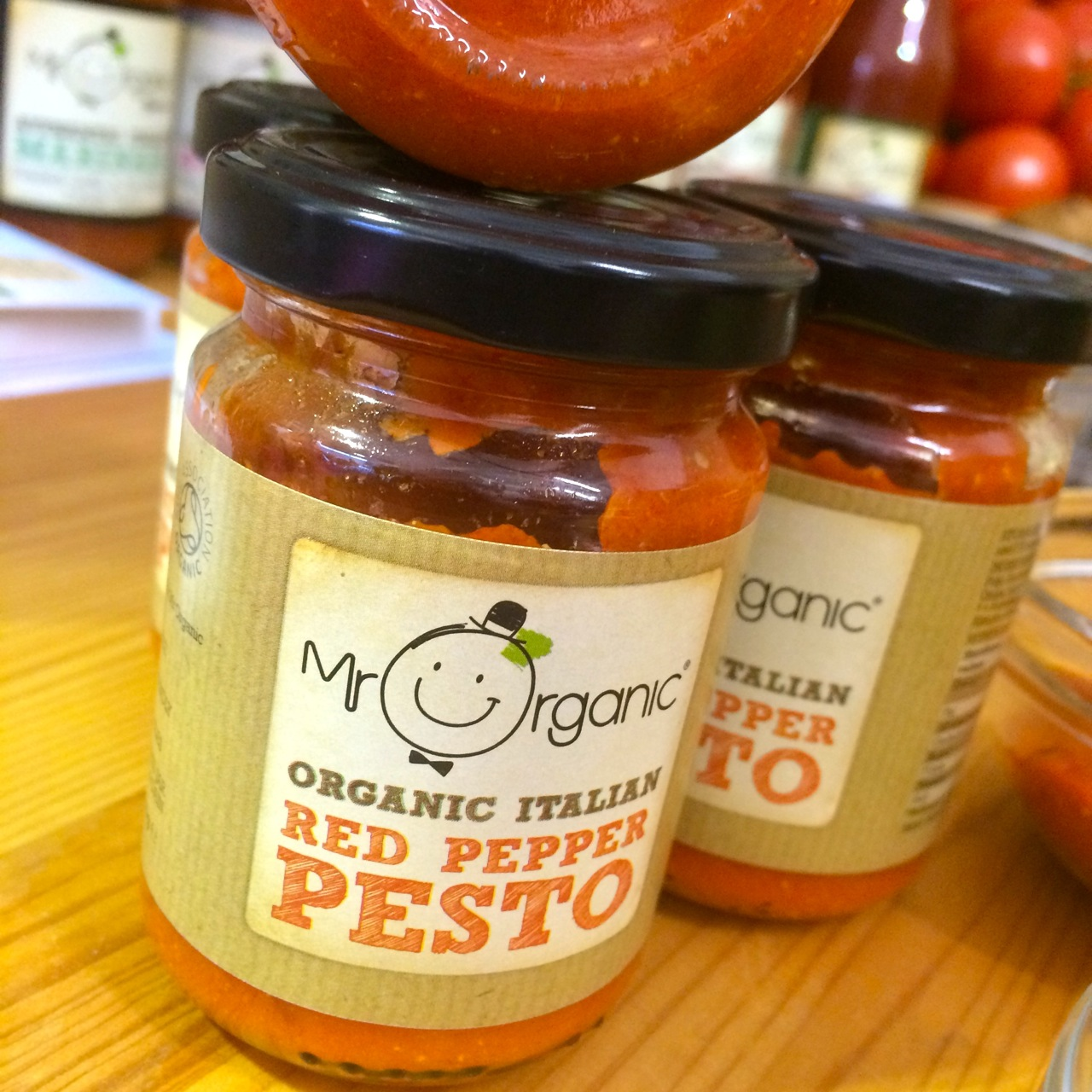 http://i0.wp.com/fatgayvegan.com/wp-content/uploads/2015/09/mr-organic-red-pepper-pesto.jpg?fit=1280%2C1280
