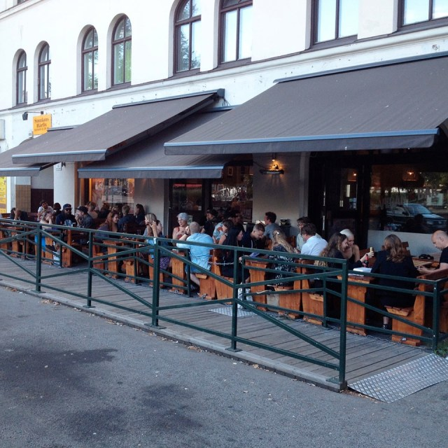 6 Vegan Bar Malmö - busy seating