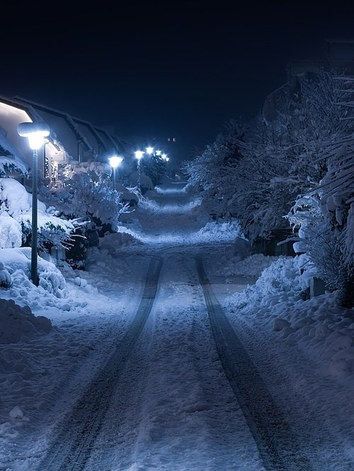 3d Snowy Cottage Animated Wallpaper Windows 7 Night Places Road Snow Winter Image 18294 On Favim Com