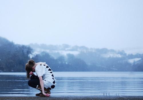 Wallpaper Girl And Boy Kiss Girl Lake Sad Sea Sit Image 52488 On Favim Com