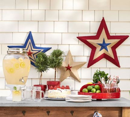 I've always been a huge fan of the tin stars that hang outside Southern homes. It'd be impossible for me to hang one in my apartment, but I could just as easily decorate my living room with these burlap ones