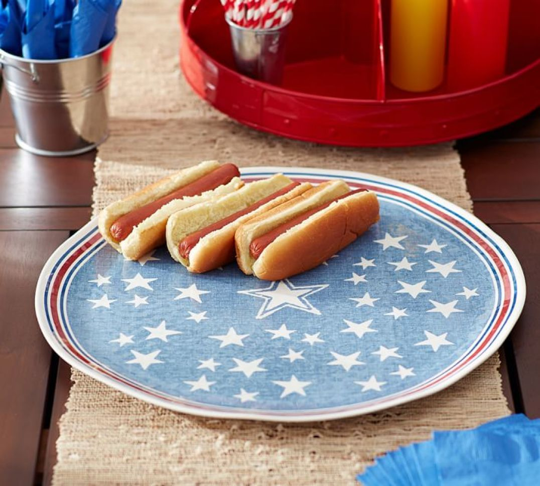 Serve burgers and hot dogs on this Ol' Glory themed serving platter