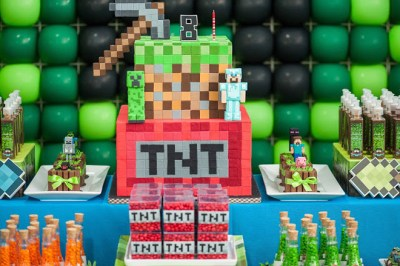 Bolo do minecraft via: http://mumsgrapevine.com.au/2016/08/minecraft-cake/