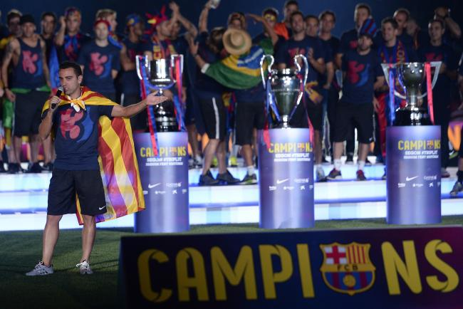 Xavi with the 3 trophies