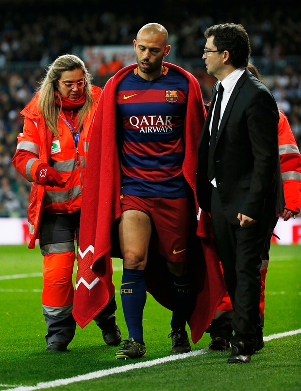 Javier Mascherano forced off injured against Madrid