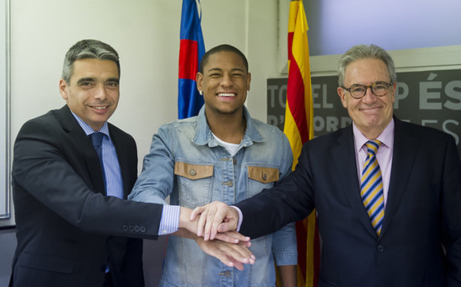 Barcelona announce signing of Robert Goncalves on loan