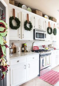 21 Impressive Christmas Kitchen Decor Ideas - Feed Inspiration