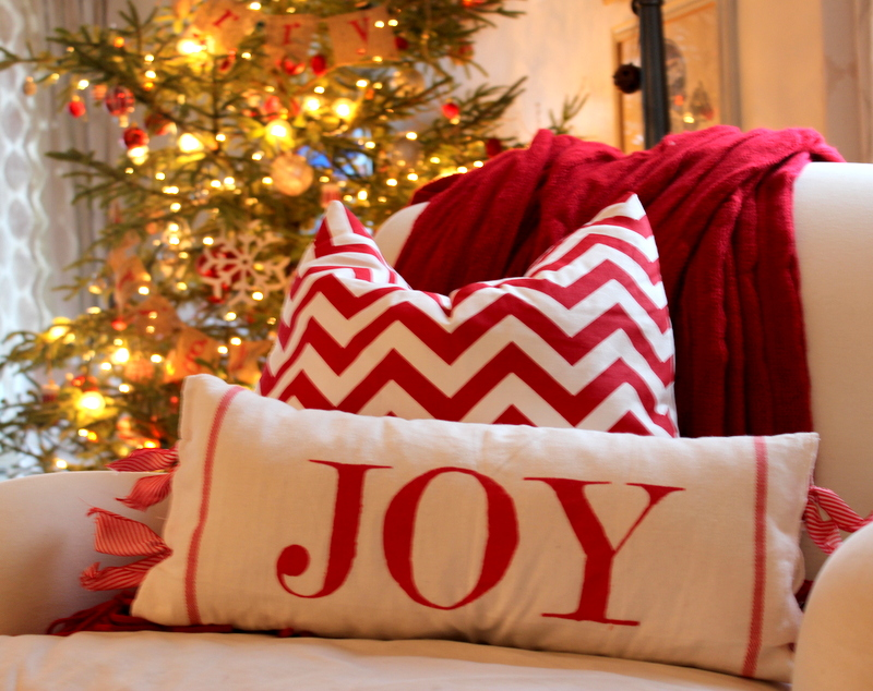 20+ Must Have Stylish Christmas Pillows For A Festive Atmosphere - decorative christmas pillows