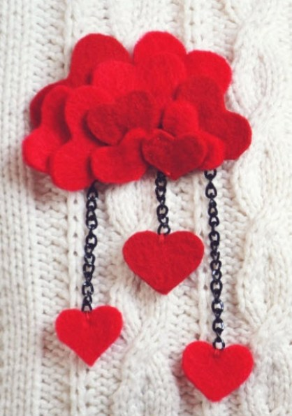 felt heart brooch