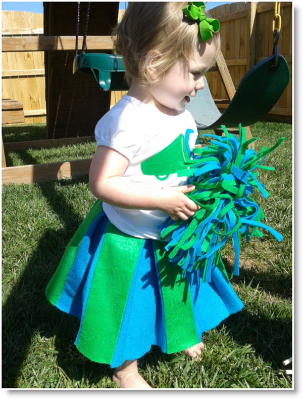 Go! Felt! Win! {Take Two}: Easy DIY Cheer Pom-Poms and Skirt