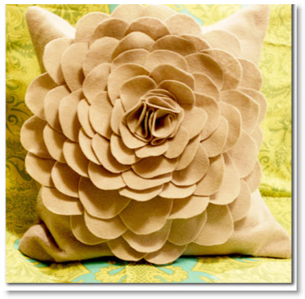 felt flower pillow2