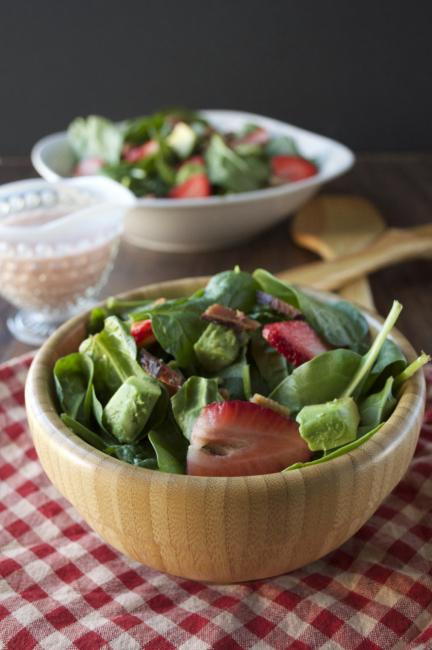 strawberry-cobb-poppy-salad_plaidandpaleo